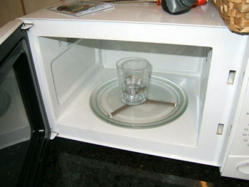 Ferver água no microondas